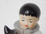 """Фигурка """"Мальчик-якут с собакой"""" ЛФЗ, экспортное клеймо: Made in USSR (целая). фото 4"""