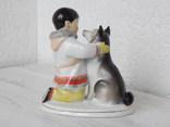 """Фигурка """"Мальчик-якут с собакой"""" ЛФЗ, экспортное клеймо: Made in USSR (целая). фото 10"""
