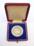 Настольная медаль в футляре. Серебро. 1935 г. Масарик. photo 1
