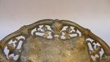 Старинная тарелка с узорами, на шаровидных ножках photo 3