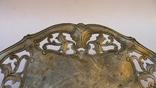 Старинная тарелка с узорами, на шаровидных ножках photo 4