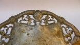 Старинная тарелка с узорами, на шаровидных ножках photo 6
