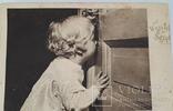 """Открытка """"А за дверью праздник""""  (1946 год), фото №3"""