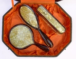 Старинный набор в футляре. Зеркало, расчёска, щётки. Перламутр, имитация панциря черепахи. photo 2