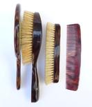 Старинный набор в футляре. Зеркало, расчёска, щётки. Перламутр, имитация панциря черепахи. photo 10