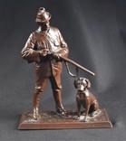 Старая статуэтка. Охотник с собакой.