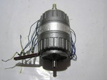 Эл. двигатель АВЕ-042-4МУ3. Б/у. 220 вольт. 25 ватт.