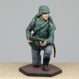 Немецкий солдат на колене с автоматом. Период ВОВ. Олово, раскрас, фото №3