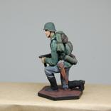 Немецкий солдат на колене с автоматом. Период ВОВ. Олово, раскрас, фото №6