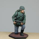 Немецкий солдат на колене с автоматом. Период ВОВ. Олово, раскрас, фото №2