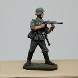 Немецкий солдат стреляет с автомата. Период ВОВ. Олово, раскрас, фото №2