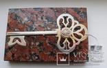 Серебряный ключ на подставке, фото №2