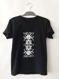 Черная футболка с оригинальным узором. Готовность - 7 дней