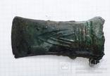 Бронзовый топор кельт с орнаментом, фото №3