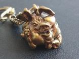 Свинья веселая коллекционная миниатюра бронза брелок, фото №4