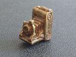 Фотокамера старинная бронза брелок коллекционная миниатюра, фото №2
