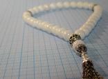 Четки натуральный цельный белый агат 12 мм 33 бусины Ювелирная латунь, фото №3