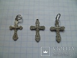Три маленьких серебряных крестика., фото №4