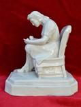 Статуэтка Девушка с тарелкой в кресле. Автор Хачадурьян 1948 год., фото №3