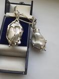 Серебряные серьги с крупным жемчугом барокко, фото №3