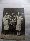 Фотография 1940 года в вышиванках, фото №2