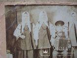 Фото старое,женщины в нарядах  с гармонистом, фото №4