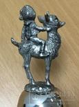 Металлический колокольчик с мальчиком на козленке, фото №6