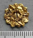Золотая накладка с крепежными элементами ( усиками )., фото №2