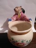 Фарфоровая статуэтка медведь держит бочку., фото №5