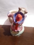 Фарфоровая статуэтка медведь держит бочку., фото №6