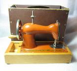 Детская швейная машинка СССР в родной коробке, фото №3