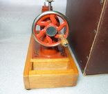 Детская швейная машинка СССР в родной коробке, фото №5