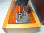 Детская швейная машинка СССР в родной коробке, фото №7
