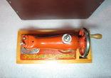Детская швейная машинка СССР в родной коробке, фото №10