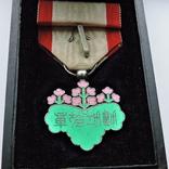 Знак ордена Восходящего солнца VII степени (медаль зелёной  павлонии) в коробке, фото №4