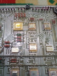 Плата АТС ( микросхеммы 32 шт в позолоте+ разйом СНП 49 НА 56 контактов внутри позолота), фото №3