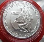 США 1 доллар 1997 г. Серебро. Национальный Мемориал сотрудников правоохранительных органов, фото №2