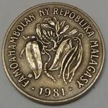 Мадагаскар 10 франків, 1981 фото 2