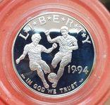 США 1 доллар 1994 г. Серебро. Чемпионат мира по футболу 1994 года в США. Футболисты., фото №2