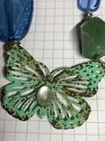 Винтажные бусы с бабочками и камушками фото 2