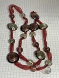 Новые стеклянные бусы на красном шнурке этикетка фото 3