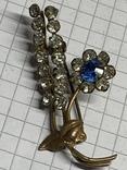 Винтажная брошь в виде колоска с синим камушком