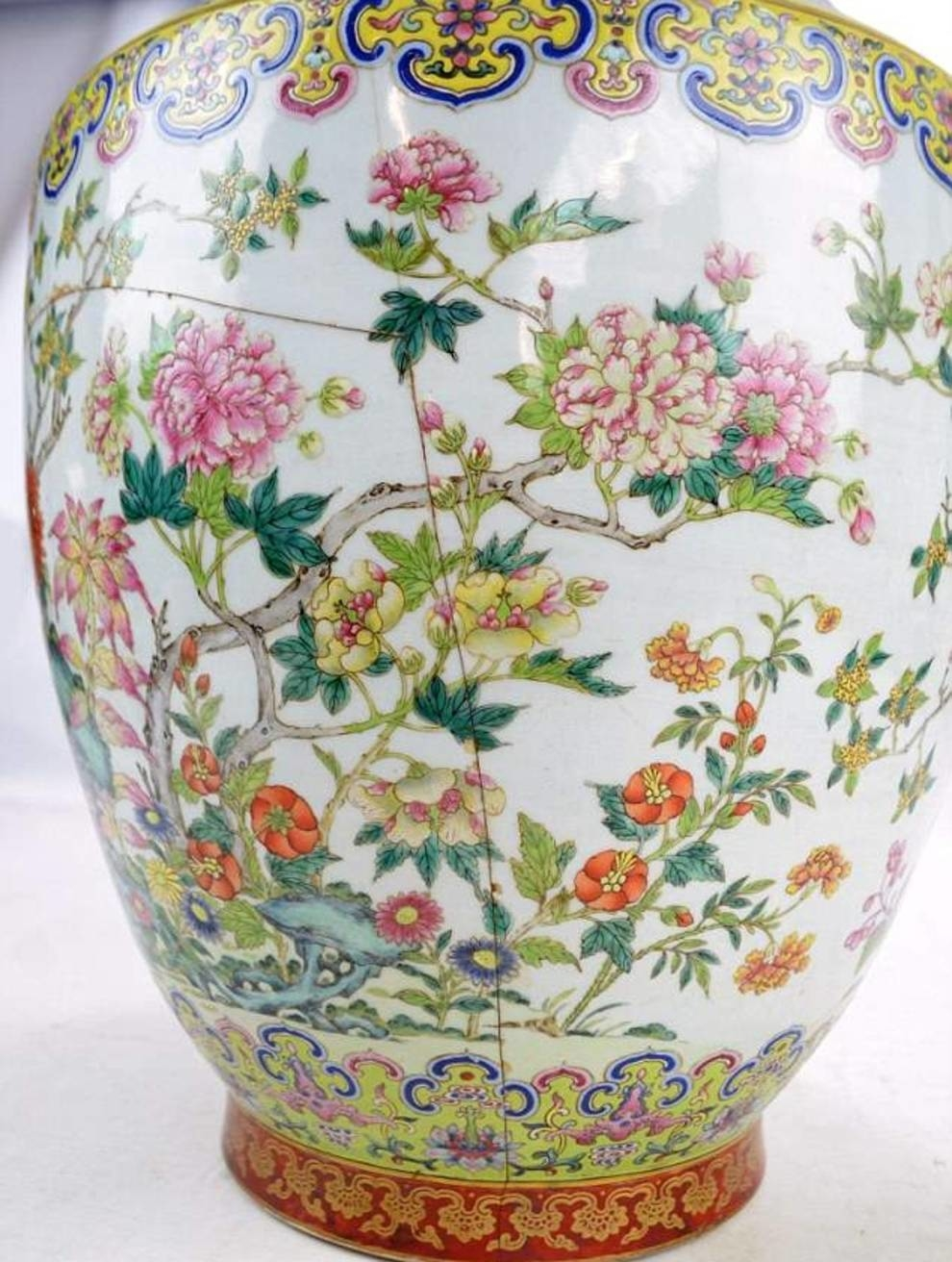 Once this vase was bought for 200 pounds and did not attach any importance to the imperial stamp on its bottom