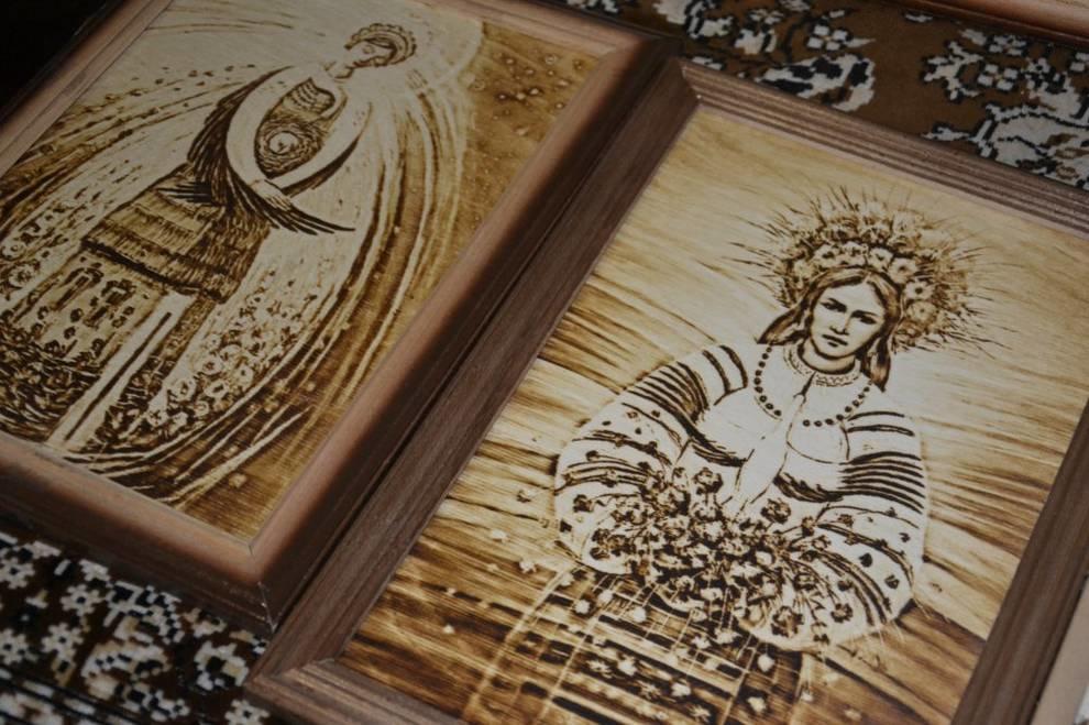 Украинец выжигает картины на дереве принтером и коллекционирует их