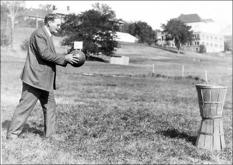 Первые правила игры в баскетбол были опубликованы в студенческой газете «Треугольник»