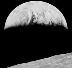Первая съемка Земли с лунной орбиты