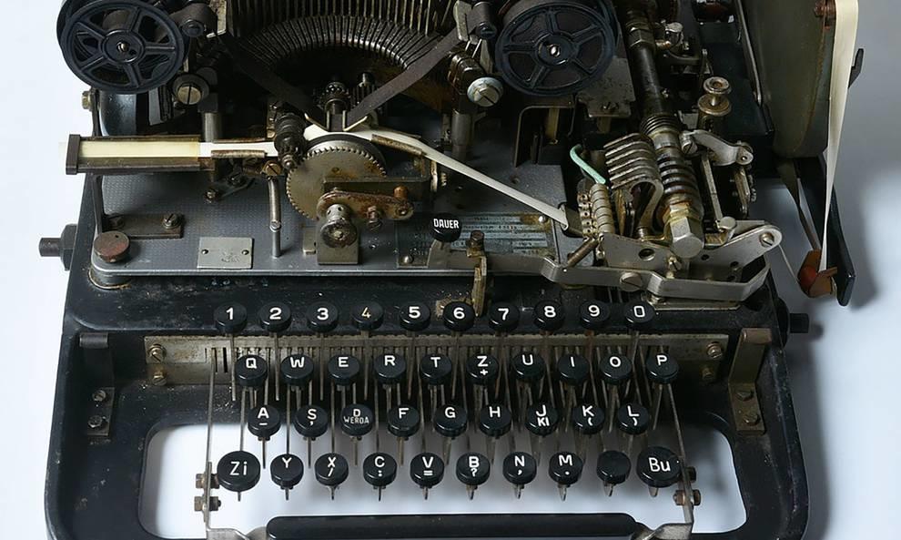 Нашли в сарае и выставили на аукцион: история шифровальной машинки времен Второй мировой войны