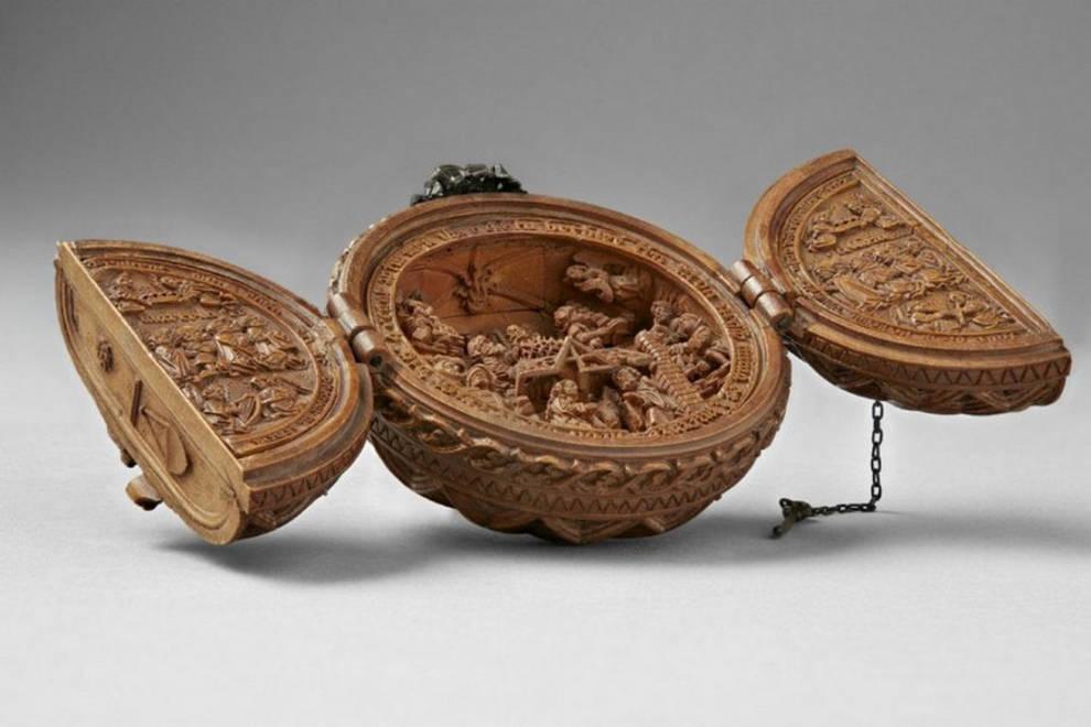Легче блоху подковать: миниатюрные резные фигурки из самшита