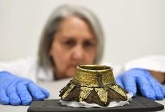 Крестики из золотой фольги и золотые пряжки — британский эквивалент гробницы фараона Тутанхамона