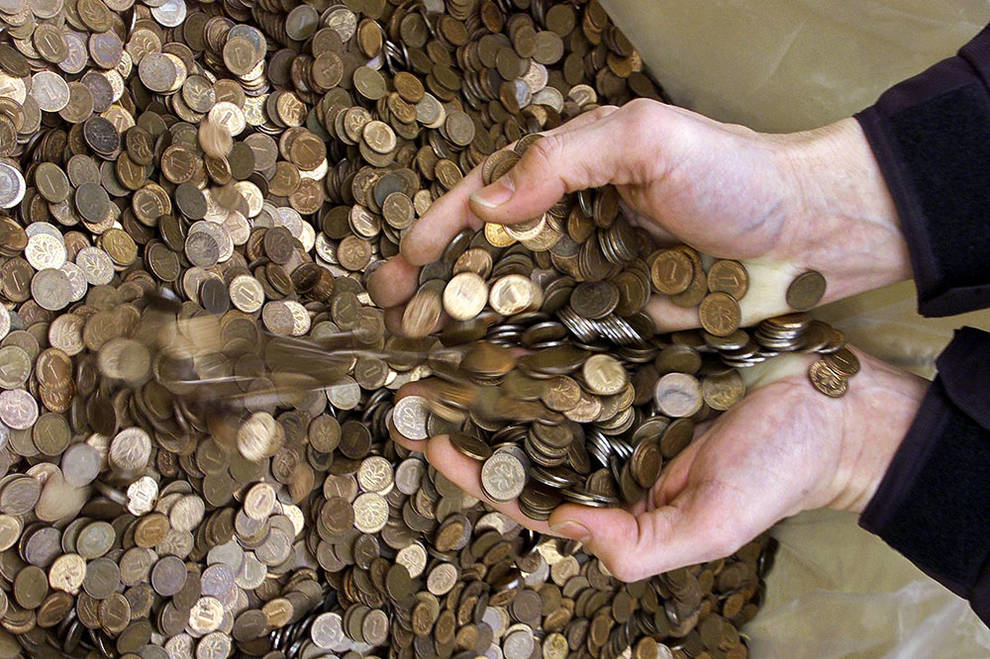 They counted for half a year: in Germany, a man left a legacy of 1.2 million coins